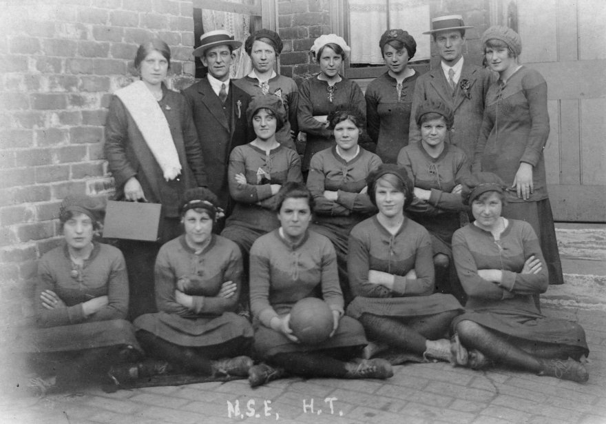 Ladies football team 1916